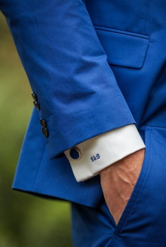 Style is in the details met een monogram - Suits at Sea Trouwpakken - Blauw Trouwpak op Maat